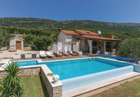 Villa in Kaštel Lukšić, Croatia