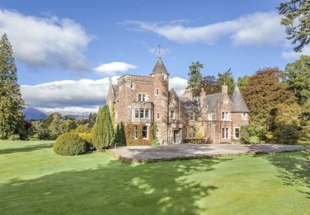 Chateau in Trossachs, Scotland