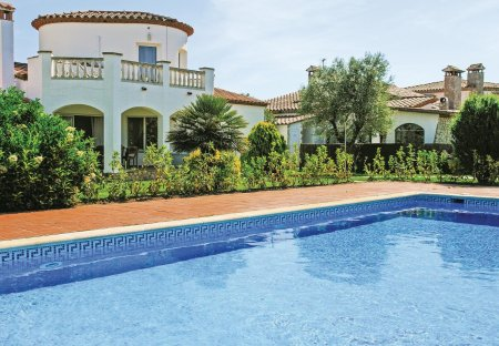 Villa in Vilacolum, Spain: