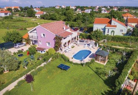 Villa in Poličnik, Croatia