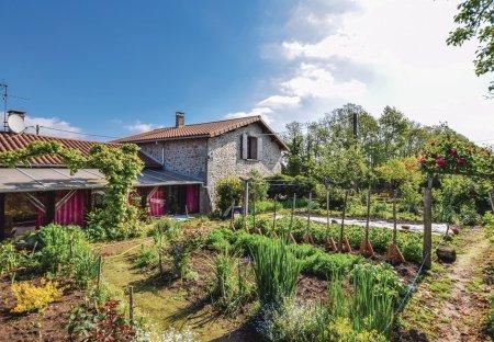 Villa in Saint-Barthélemy-de-Bussière, France