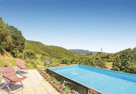 Villa in Canepari, Italy