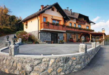 Apartment in Gorenja vas pri Šmarjeti, Slovenia