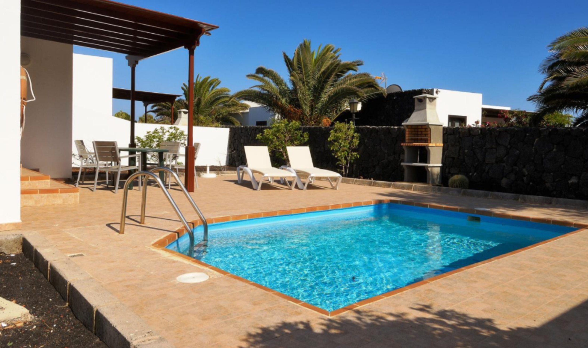 Apartment to rent in Playa Blanca Lanzarote with private pool