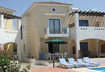 Villa in Cyprus, Universal Gardens: Sunbeds exclusively for Adonis guests