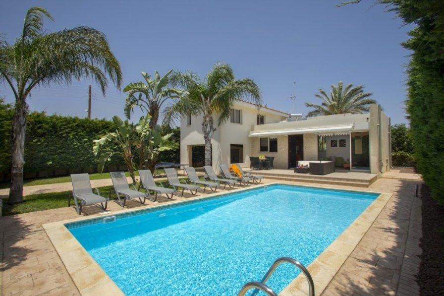 Villas For Rent In Pervolia Larnaca