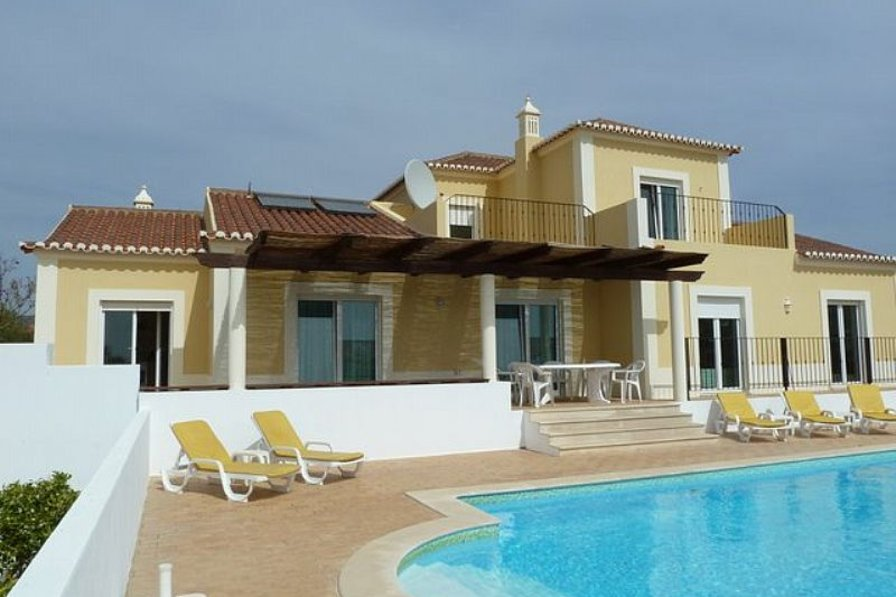 Villa In Portugal, Alecrineira: Superb Family Villa With Heated Pool