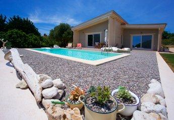 Villa in Greece, Karavados