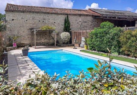 Villa in Fontenille-Saint-Martin-d'Entraigues, France