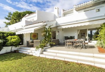 Villa in Club de Golf Aloha, Spain