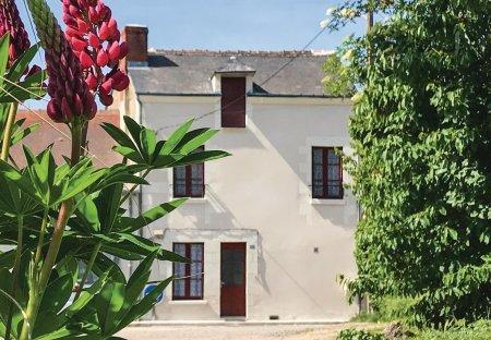 Villa in Descartes, France