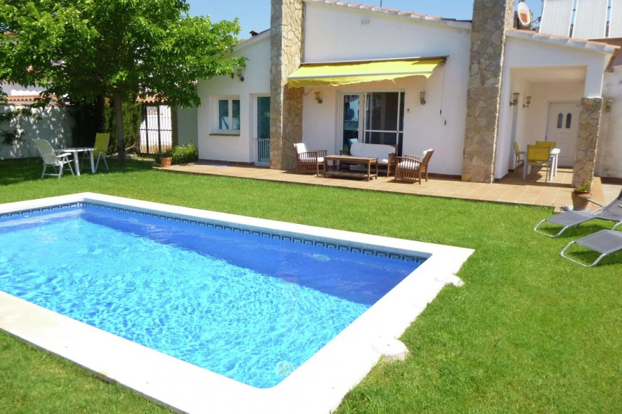 Villas With Pools  People Girona