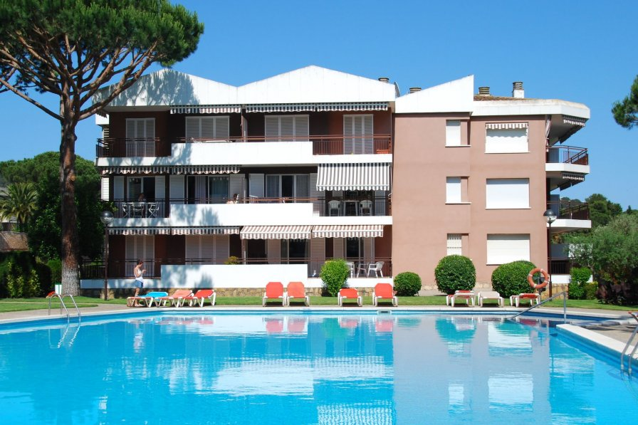 Apartment To Rent In Calella De Palafrugell Spain With Shared Pool 236758