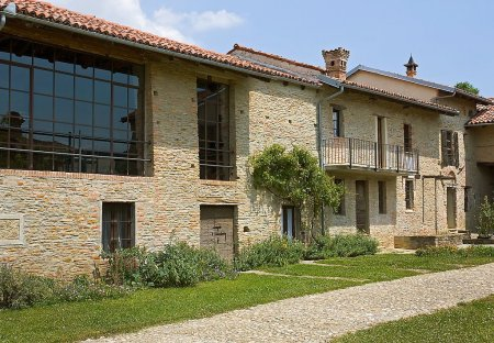 House in Trezzo Tinella, Italy