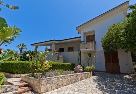 House in Case Guidaloca, Sicily