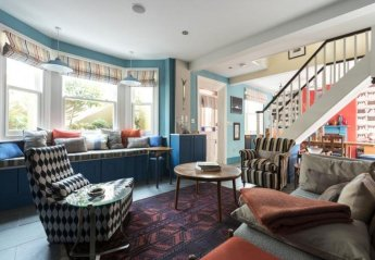 Villa in Askew, London