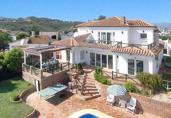 Villa in Cerros del Águila, Spain: Garden and villa