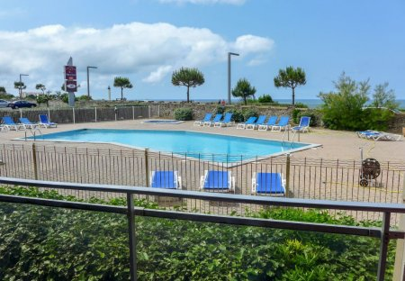 Apartment in Cinq Cantons-Golf, France