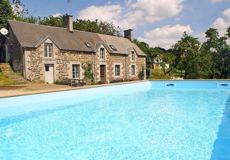 House in Perriers-en-Beauficel, France