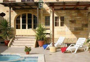 Villa in Malta, Santa Lucia: deck area (part of)