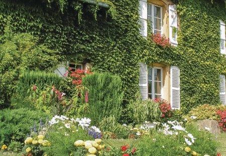 Villa in Chémery-les-Deux, France