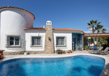 Villa in Deveses, Spain