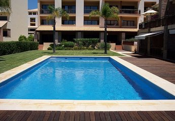 Villa in Vilamoura, Algarve: View of the Pool