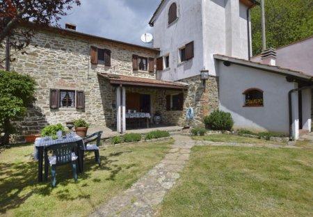 House in Piano di Giuliano, Italy