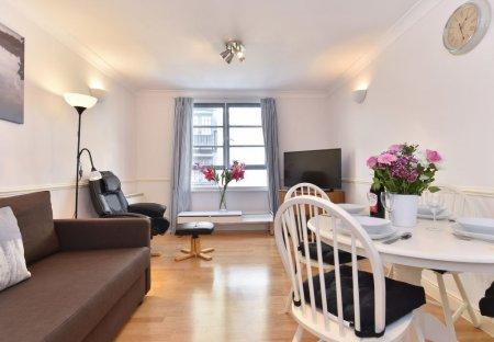 Apartment in Riverside, London