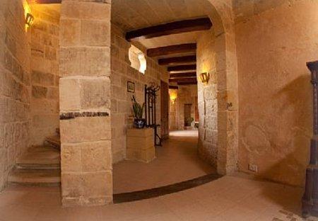 Village House in Żejtun, Malta: Corridor