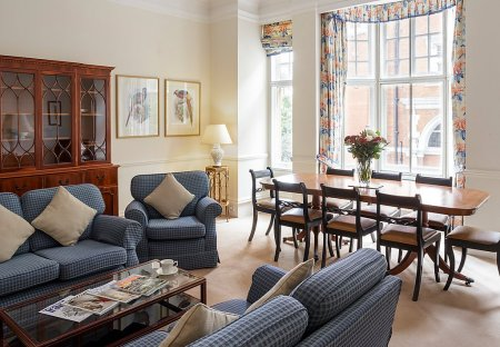 Apartment in Redcliffe, London