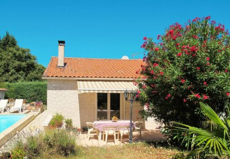 House in Saint-Paul-en-Forêt, the South of France