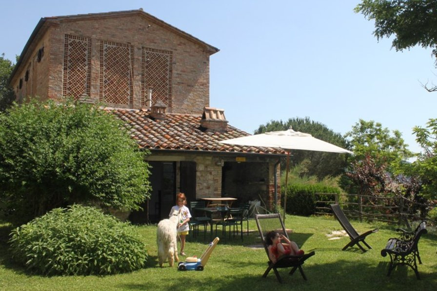 Country house to rent in umbertide italy 27535 for Classic italian house