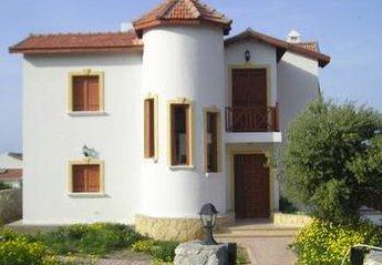 Villa in Cyprus, Alsancak: Picture 1 white tower villa