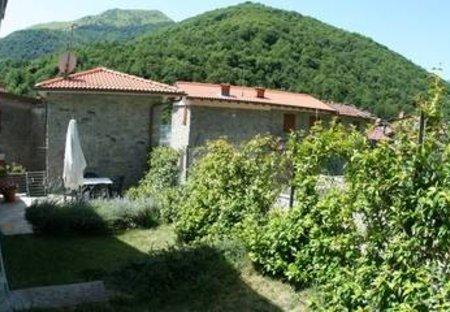 Villa in Pascoso, Italy: The garden and external view of Casa O