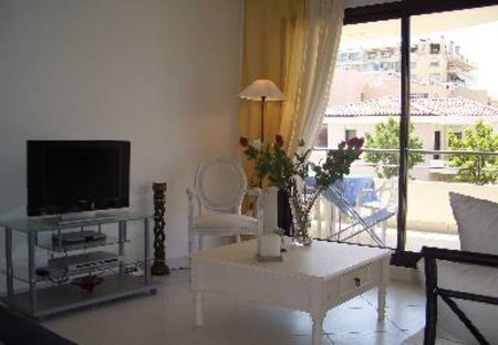 Apartment in Croisette-Palm-Beach, the South of France: The living room and terrace with garden view