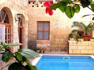 Farm house to rent in Victoria, Malta with private pool | 3787