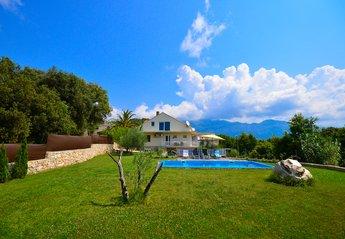 Villa in Popovići, Croatia