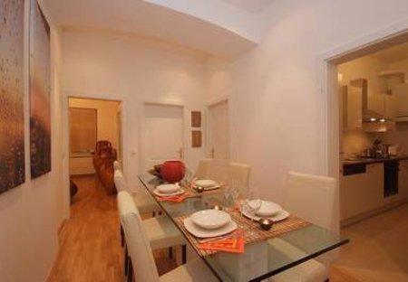 Apartment in Josefstadt, Austria: Dining