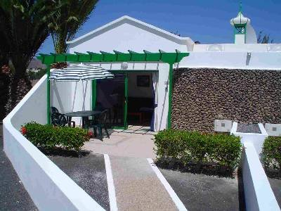 Bungalow to rent in playa blanca lanzarote with shared for Jardines del sol