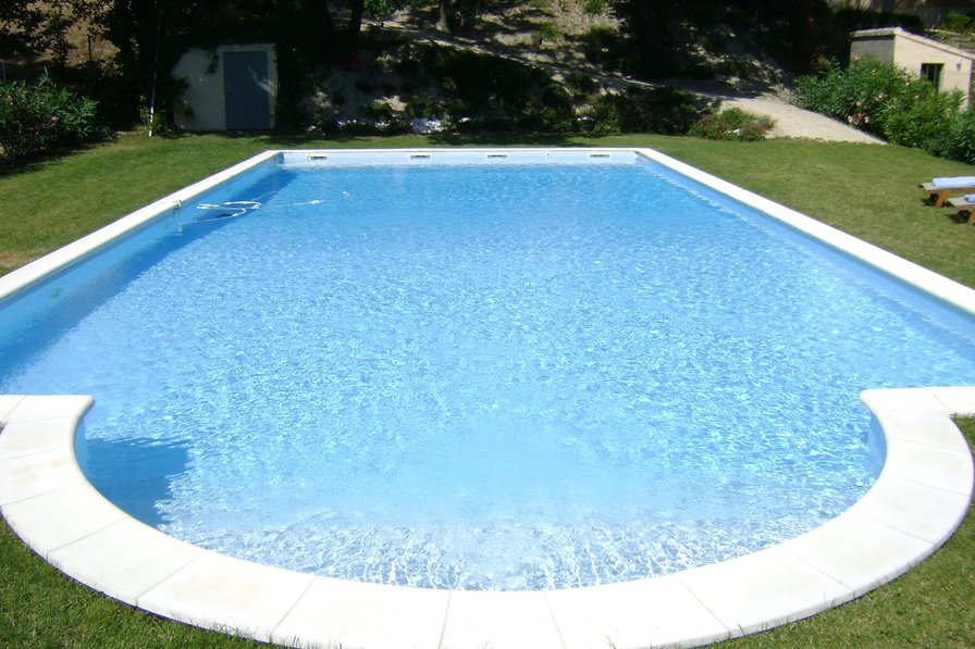 Villa to rent in les ecarts the south of france with private pool 53387 for California private swimming pool code