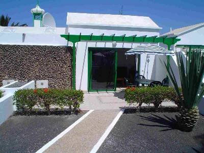 Bungalow to rent in playa blanca lanzarote with shared for Bungalows jardin del sol