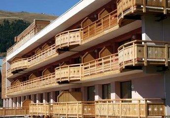 Studio Apartment in Les Deux Alpes, France: Residence Janremon block
