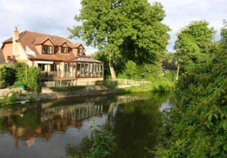 House in Old Windsor, England: River side detached house