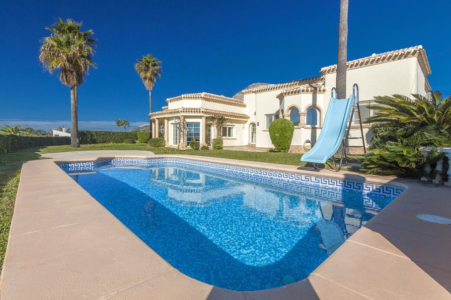 villa to rent in j 225 vea spain with pool 61617
