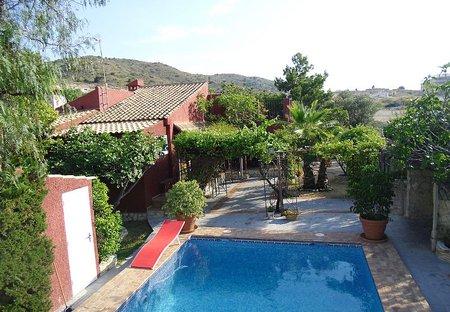 Villa in El Campello, Spain: Villa and pool