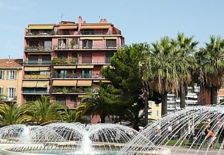 Apartment in Garibaldi, the South of France: view from exterieur