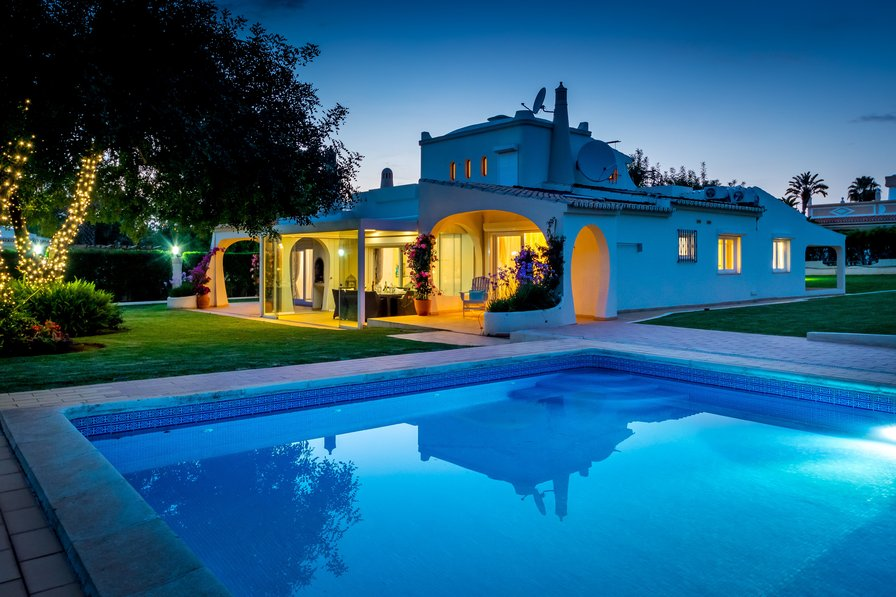 Villa to rent in vilamoura algarve with private pool 69270 for Villas with pools
