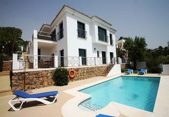 Villa in Elviria, Spain: Modern villa with excellent views and facilities