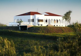Villa in Pescara, Italy: Villa surrounded by huge plot of land making your stay private with yet v..